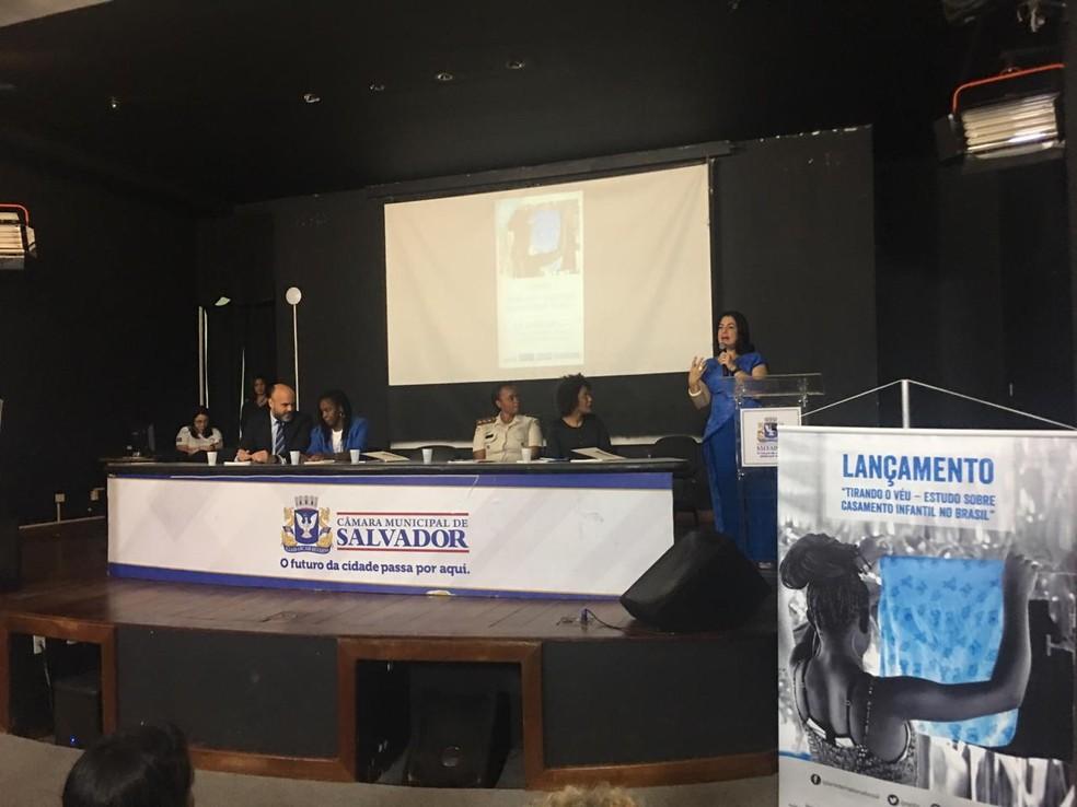 Representantes do MP-BA, Unicef, PM, Plan e prefeitura durante apresentação do estudo sobre casamento infantil em Salvador — Foto: Maiana Belo/G1