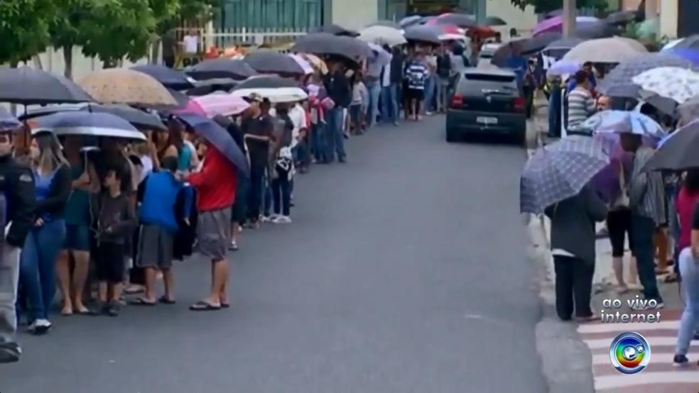 Vacinação contra febre amarela provoca filas em UBSs de Sorocaba e Votorantim (Foto: TV TEM/Reprodução)