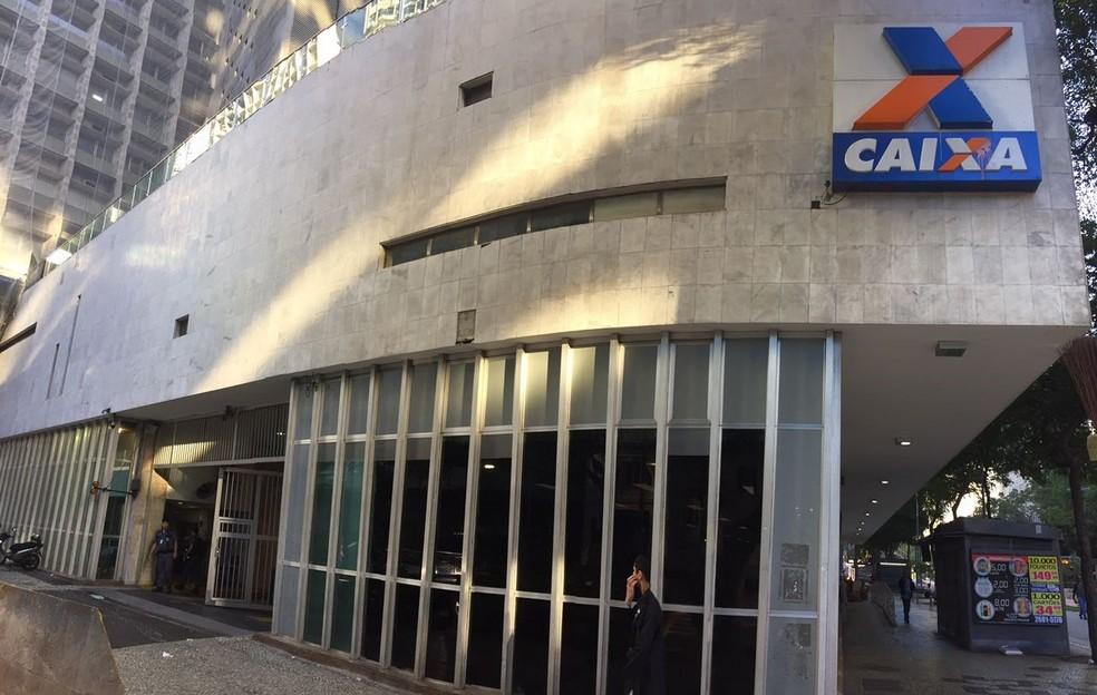 Fachada da Caixa Econômica Federal, no Centro do Rio (Foto: Henrique Coelho/ G1)