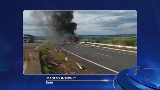 Motorista embriagado bate caminhão em defensa metálica e veículo pega fogo em rodovia