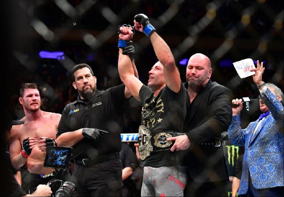 Georges St. Pierre tomou o cinturão de Michael Bisping no UFC 217 (Foto: Jason Silva)