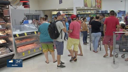Consumidores aproveitam último dia do ano com funcionamento até tarde