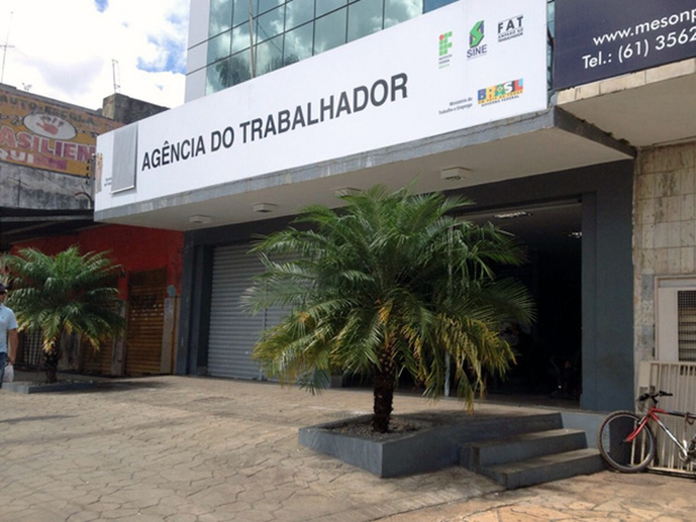 Fachada da Agência do Trabalhador em Taguatinga, no Distrito Federal — Foto: Luciana Amaral/G1