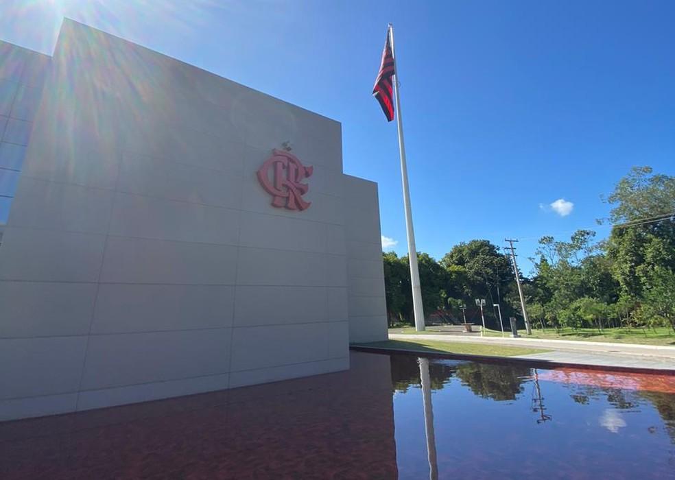 Funcionários vão fazer exames no Ninho do Urubu nesta sexta-feira — Foto: Cahê Mota
