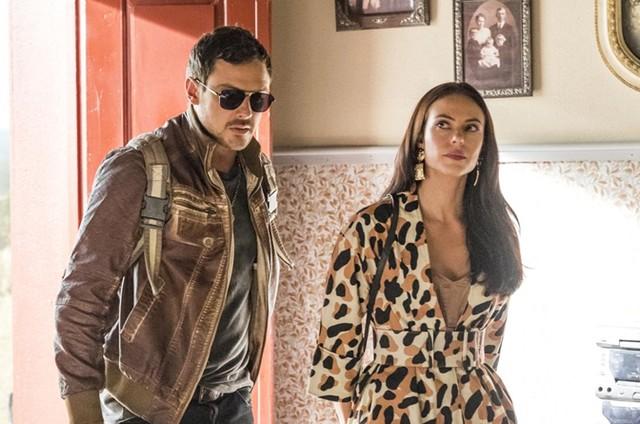 Sergio Guizé e Paolla Oliveira gravam a cena de 'A dona do pedaço' (Foto: TV Globo/Paulo Belote)