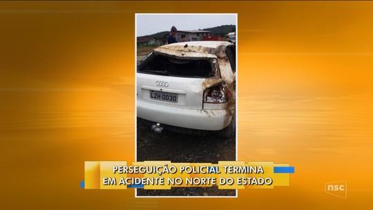 Após perseguição e tiros, carro roubado capota em Araquari