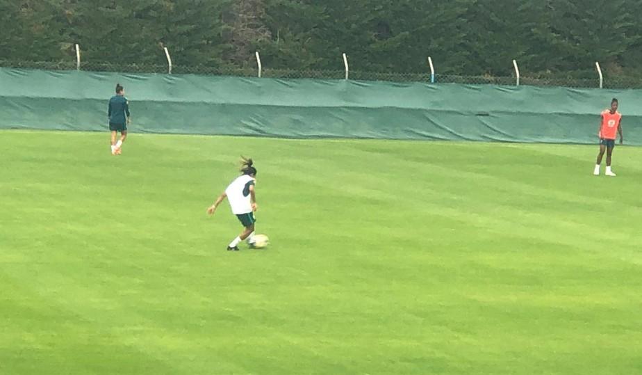 Boa notcia Marta treina com grupo e aumenta chances de jogar contra a Austrlia