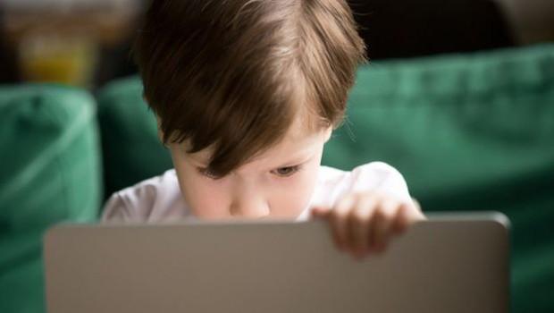 YouTube decidiu que não vai permitir 'pegadinhas que causem desgaste emocional a crianças, que sejam graves a ponto de deixar uma criança traumatizada por toda a vida' (Foto: Getty Images via BBC)