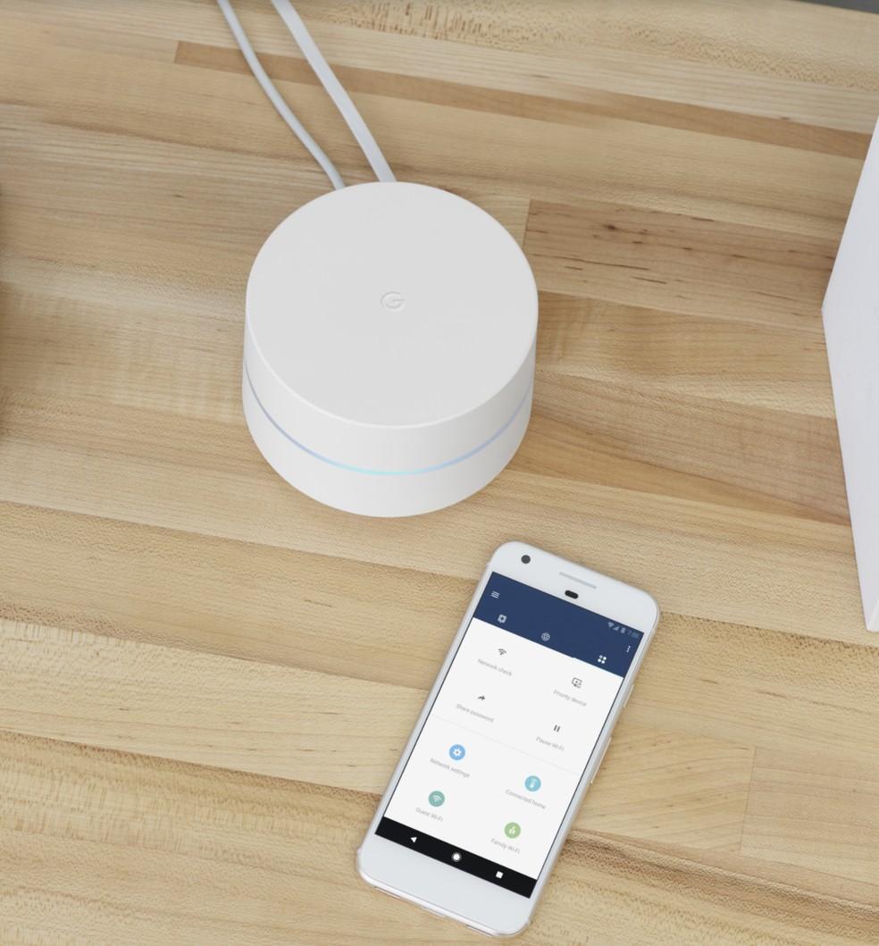 Configuração do Google Wifi é feita por meio de aplicativo — Foto: Divulgação/Google