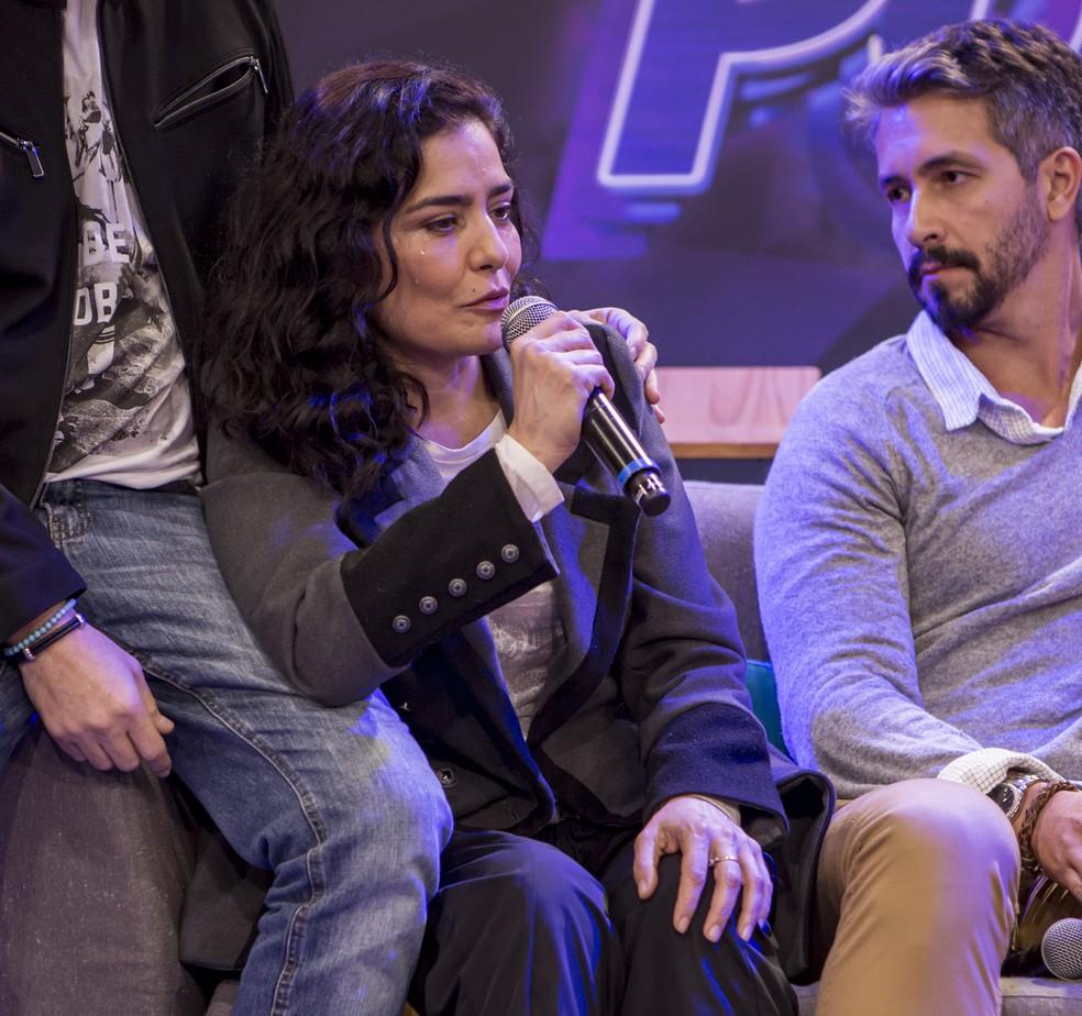 Letícia Sabatella se emocionou no primeiro encontro com o elenco da temporada 2019 do 'PopStar' — Foto: Artur Meninea / Gshow