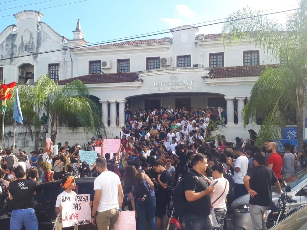 Manifestantes recomeçam protesto na reitoria da Unir, em Porto Velho (RO) — Foto: Ana Kézia Gomes/G1