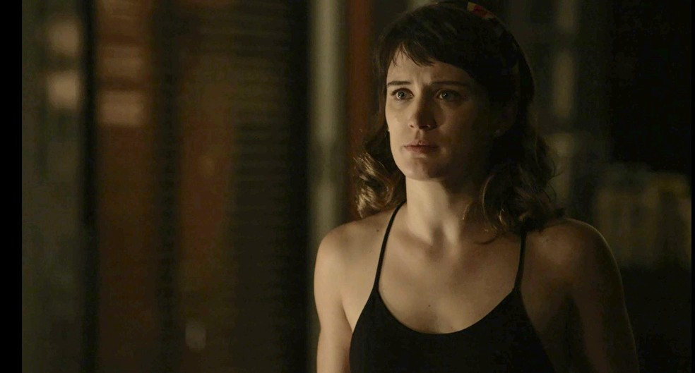 Clara revela a Adriana que Beth é a doadora que salvou sua vida (Foto: TV Globo)