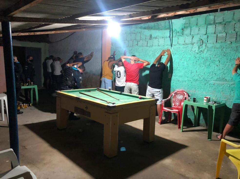 Polícia fecha bar flagrado com aglomeração na zona rural de Orós, no interior do Ceará. — Foto: Polícia Militar/ Divulgação