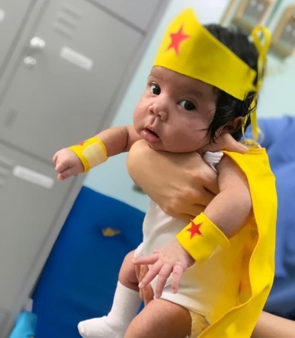 Bebê com apenas um mês de vida está curada do coronavírus — Foto: Divulgação