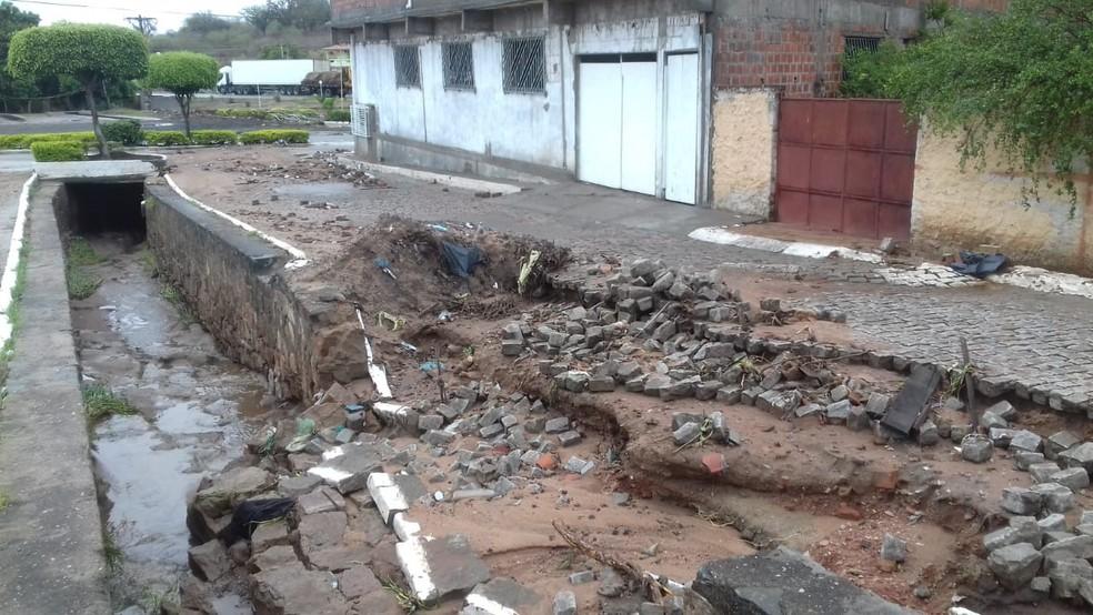 Estradas ficaram destruídas após chuvas fortes na cidade de Milagres — Foto: Neto Cabral/ Arquivo Pessoal