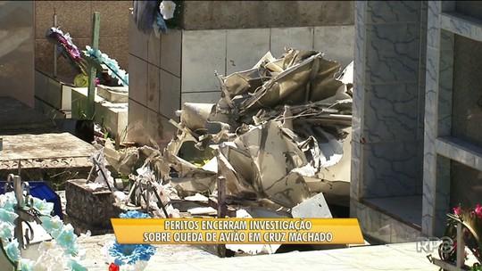 Peritos interrompem investigação sobre avião que caiu em cemitério