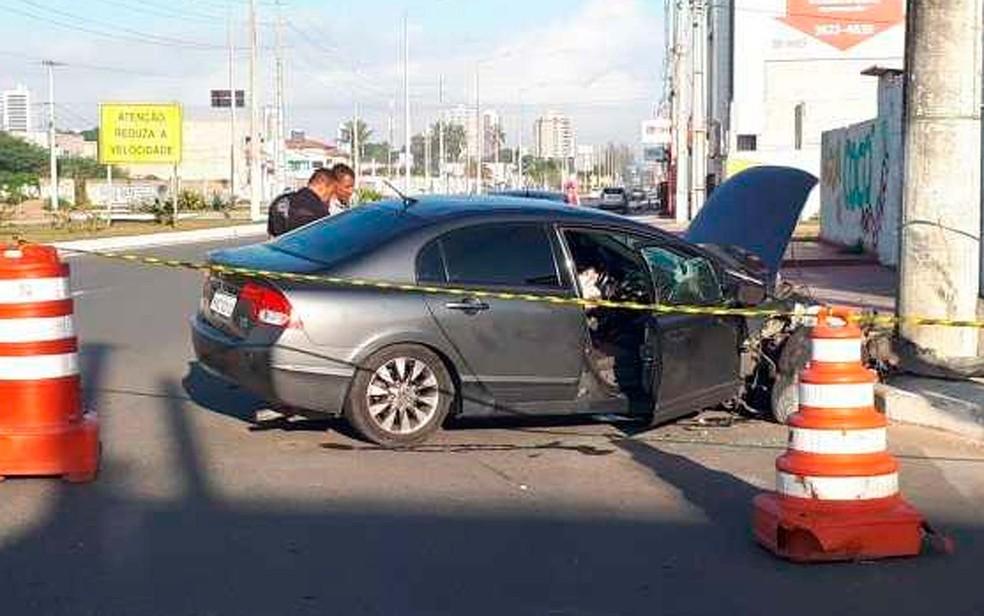Acidente ocorreu na Avenida Nóide Cerqueira, em Feira de Santana, quando PM perseguia ex e atual companheiro (Foto: Ed Santos/Acorda Cidade)