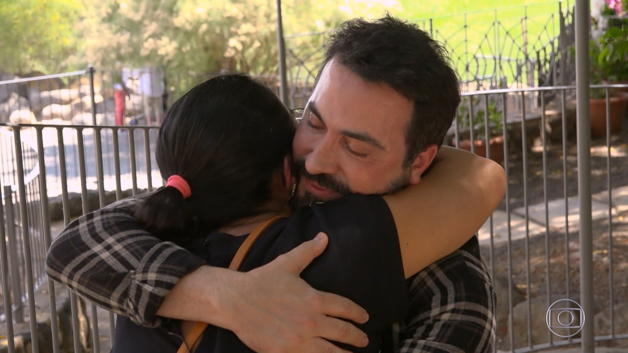 Padre Fábio de Melo recebe Cristiane em Israel