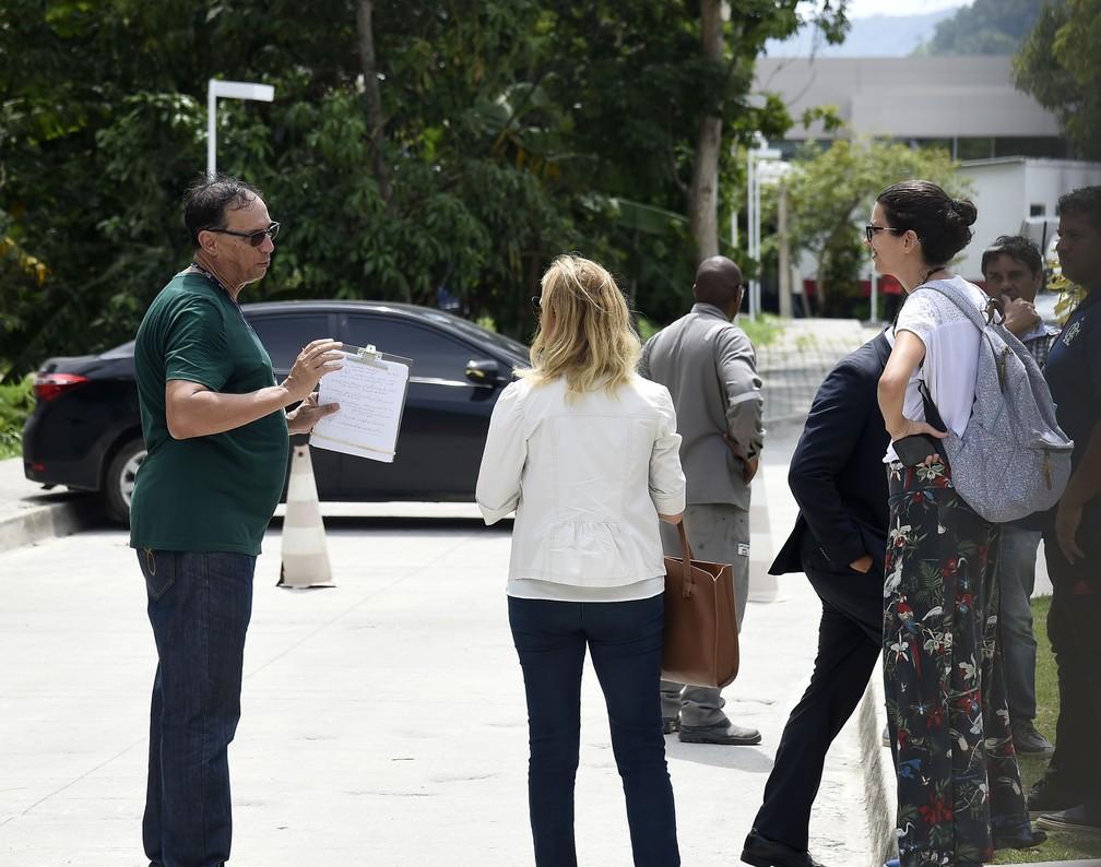 Funcionários públicos fizeram vistoria no Ninho do Urubu nesta terça-feira — Foto: André Durão / GloboEsporte.com