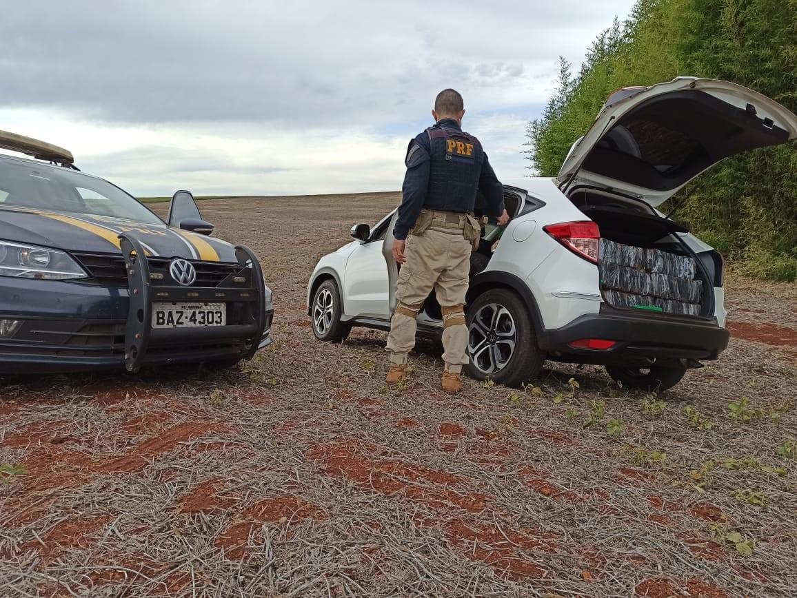 Dois homens são presos com mais de meia tonelada de maconha em carro roubado, diz PRF