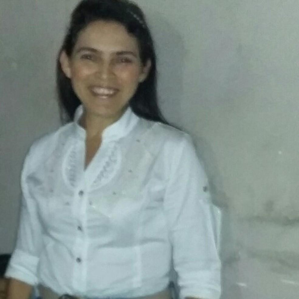 Francisca Edneide da Cruz Santos era casada e tinha dois filhos — Foto: Reprodução/Facebook