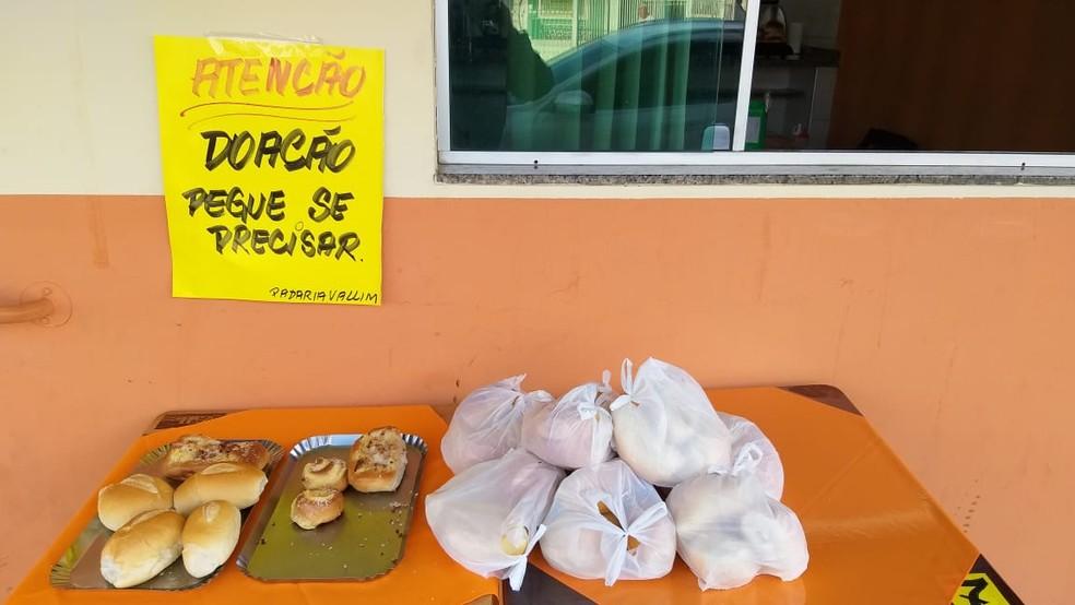 Padaria de Porangaba (SP) teve iniciativa de doar alimentos que não são vendidos no estabelecimento — Foto: Jamie Rafael/TV TEM