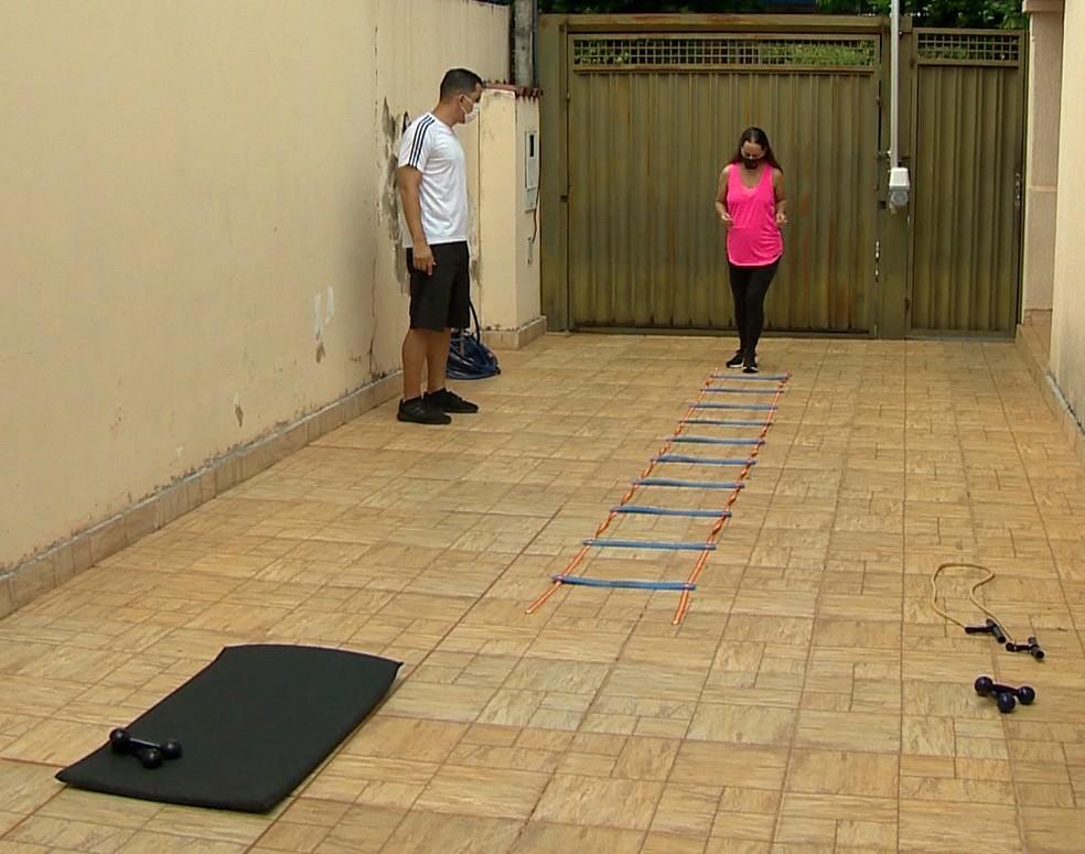 Exercícios passaram a ser feitos regularmente — Foto: TV Fronteira / Reprodução