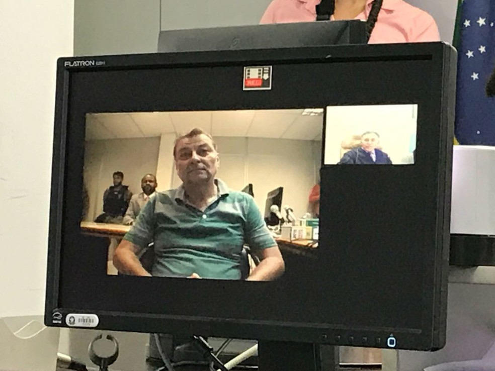 Cesare Battisti durante audiência de custódia por videoconferência na Justiça Federal após ser detido em MS (Foto: Claudia Gaigher/TV Morena)
