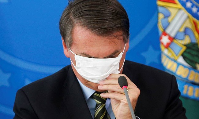 O baile bizarro de máscaras foi revelador. Bolsonaro testou negativo para presidente. A contraprova foi o panelaço da classe média contra ele.