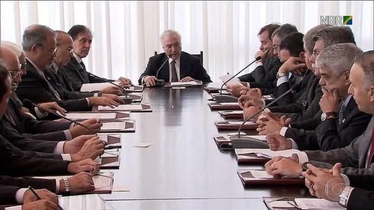Governo suspende reforma da Previdência e anuncia nova pauta