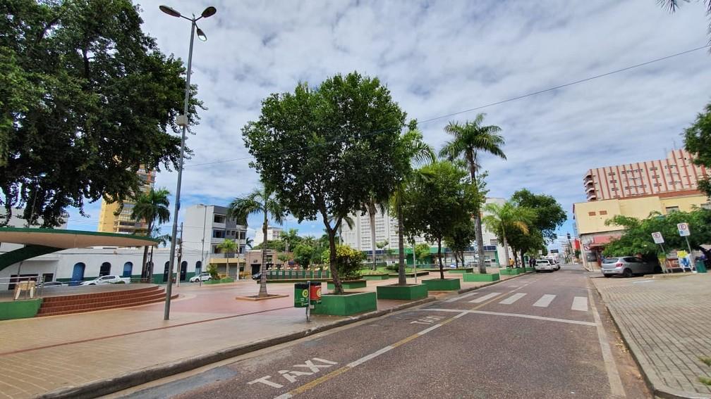 Não houve movimentação nas principais praças da capital — Foto: Lorena Segala/TVCA