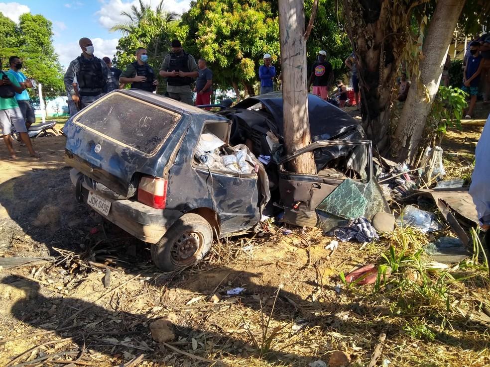 Jovens morre após carro colidir contra árvore no Piauí — Foto: Divulgação/PM