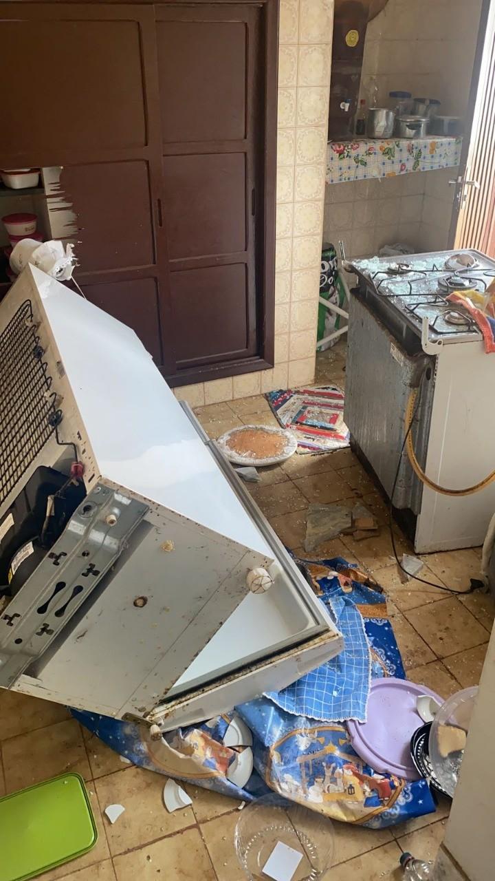 Jovem é preso após quebrar móveis e eletrodomésticos da casa da avó, de 81 anos, em Unaí