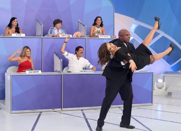 Mara Maravilha é 'expulsa' do 'Programa Silvio Santos' (Foto: Lourival Ribeiro/SBT)