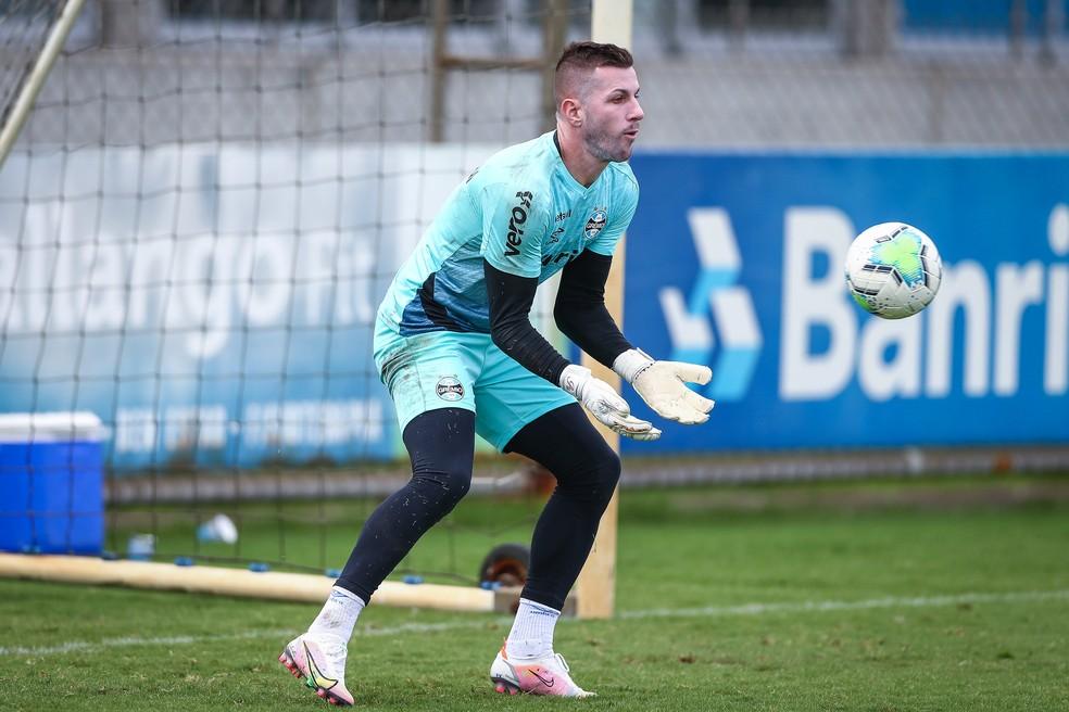 Paulo Victor será o titular no gol contra o Botafogo — Foto: Lucas Uebel / Grêmio FBPA