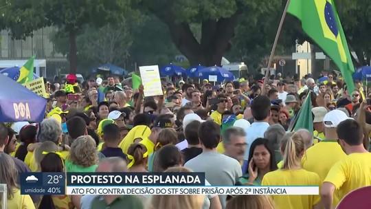 Grupo protesta contra decisão do STF sobre prisão após condenação em segunda instância