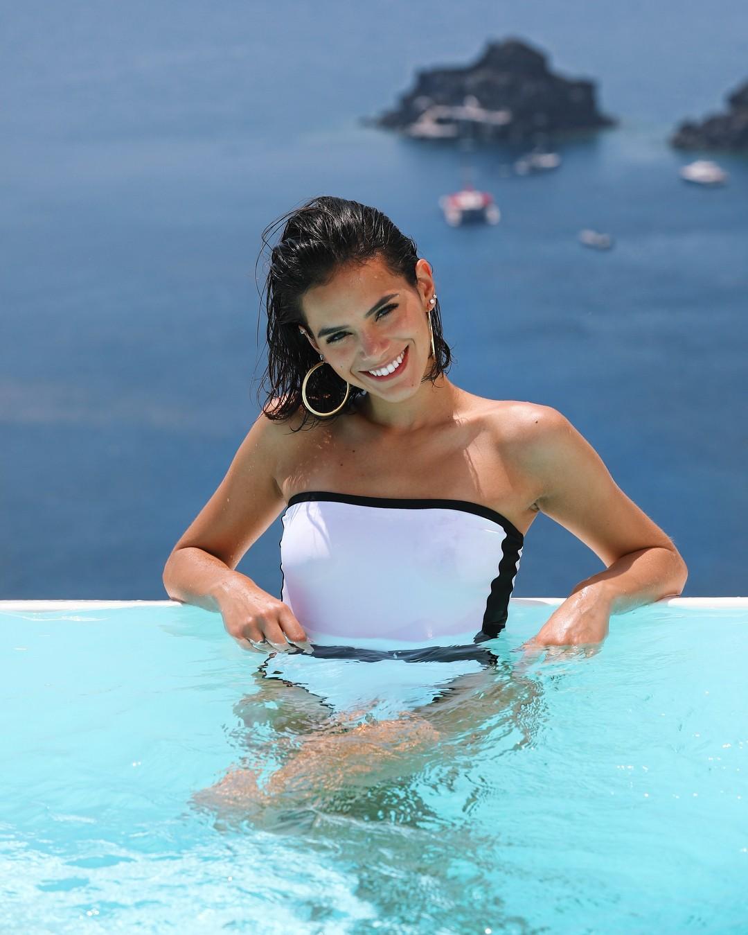Bruna Marquezine em Santorini (Foto: Reprodução/Instagram)