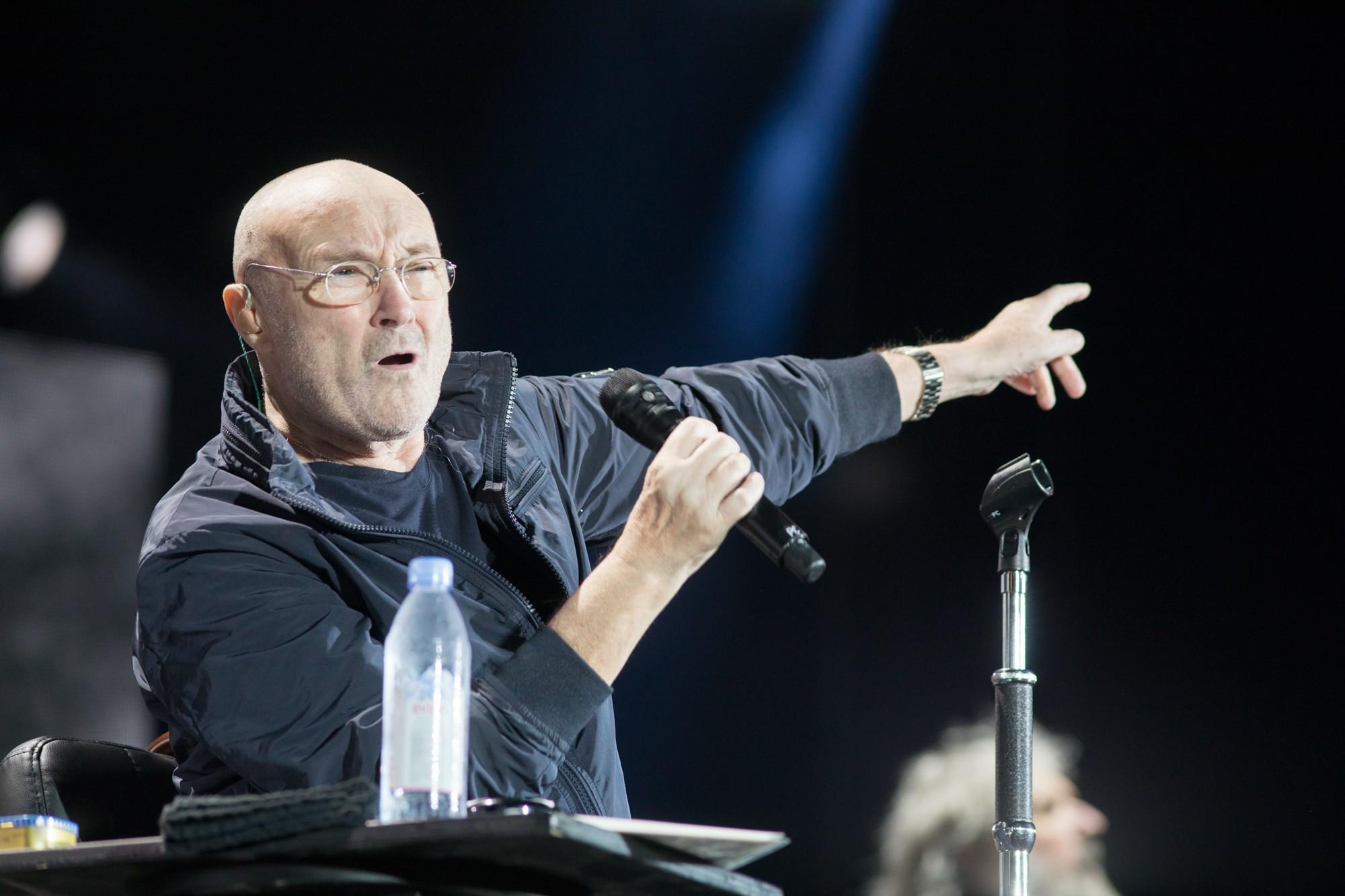 Canção de Phil Collins retorna à lista de mais tocadas após vídeo de adolescentes viralizar