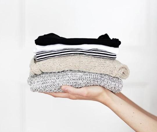 Separe as roupas que não cabem mais na sua rotina, no seu corpo ou no seu gosto - elas podem ser perfeitas para alguém  (Foto: Pinterest/Reprodução)