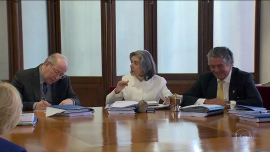 Cármen Lúcia manda tribunais informarem salários de juízes