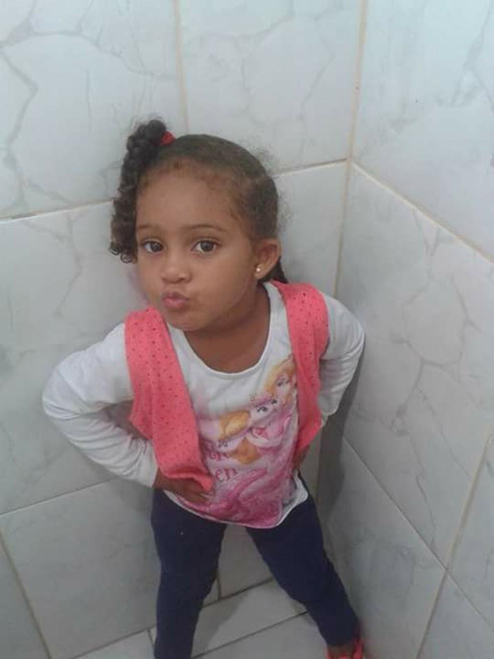 Pais disseram que Gabrielly era uma menina alegre e gostava de brincar — Foto: Reprodução/Facebook