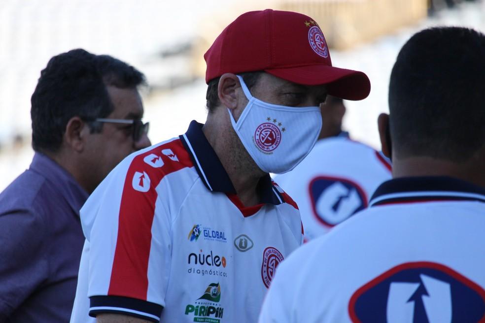 Fernando Tonet, técnico do 4 de Julho, estreia no comando do time  — Foto: Emanuele Madeira