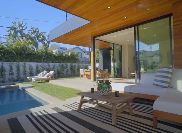 John Legend e Chrissy Teigen compram casa de R$ 27,5 milhões em Los Angeles (Foto: Reprodução/Instagram/YouTube/Illulian Realty)