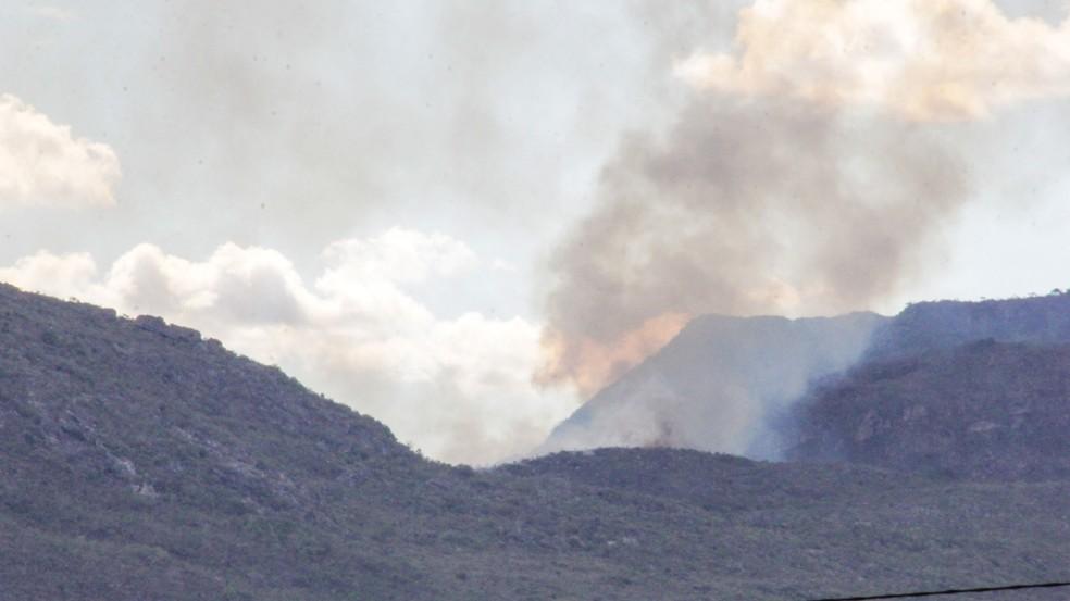 Incêndio em Rio de Conta, na Bahia, desde terça-feira (29) — Foto: Kal Pau-ferro