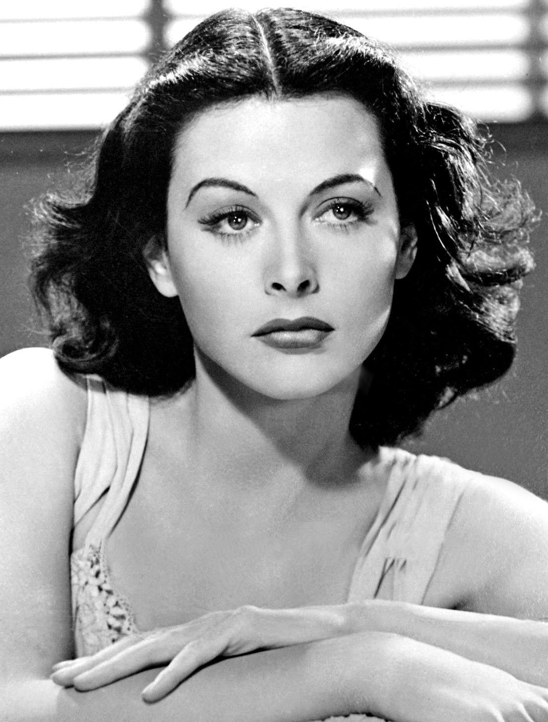 Hedy Lamarr em cena do filme O Inimigo X (1940) (Foto: Wikimedia/MGM / Clarence Bull)
