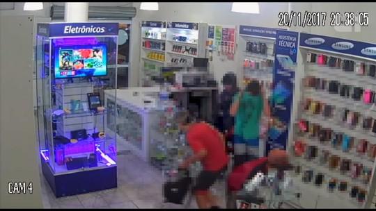 Vídeo mostra grupo furtando loja de aparelhos eletrônicos em União da Vitória