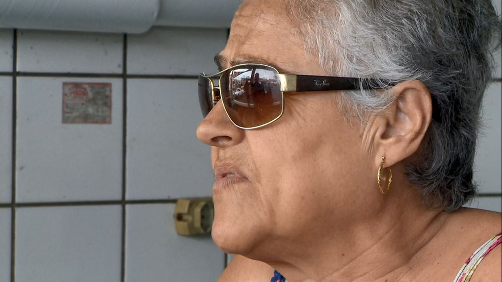 Dona Leonidia reconheceu o policial Aurélio através de imagens na imprensa — Foto: Reprodução/TV Gazeta