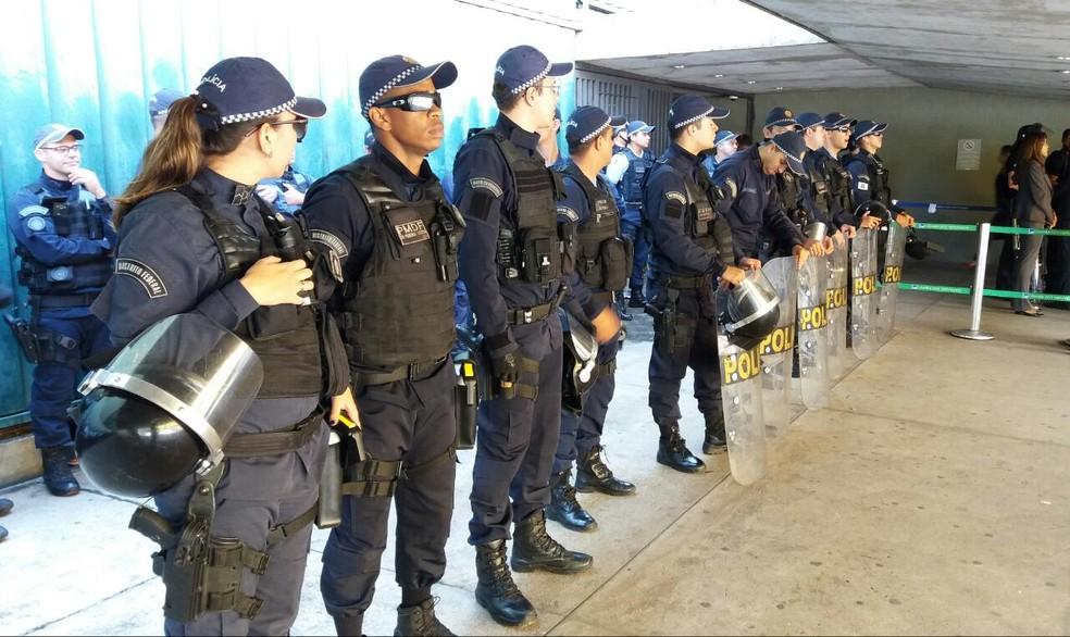 Segurança da área externa da Câmara foi reforçada pela Polícia Militar (Foto: Bernardo Caram/G1)