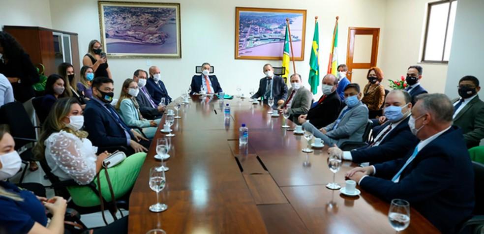 Ministro Luís Roberto Barroso em reunião no TRE do Amapá — Foto: TSE/Divulgação
