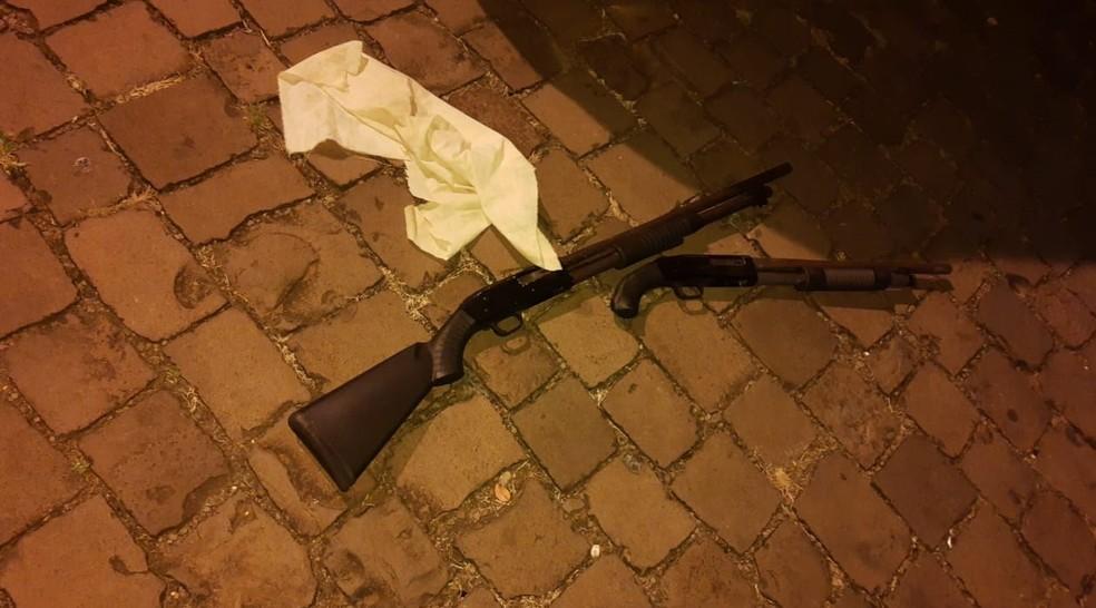 Suspeitos estavam armados, segundo a polícia — Foto: Divulgação/BM